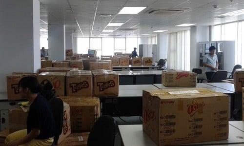 Chia sẻ biện pháp chuyển văn phòng đơn giản Chuyen-van-phong-tron-goi-trang-bom-2