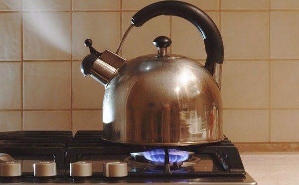 Ngoài những vật dụng nên có khi về nhà mới, cần đun sôi nước và mở nước